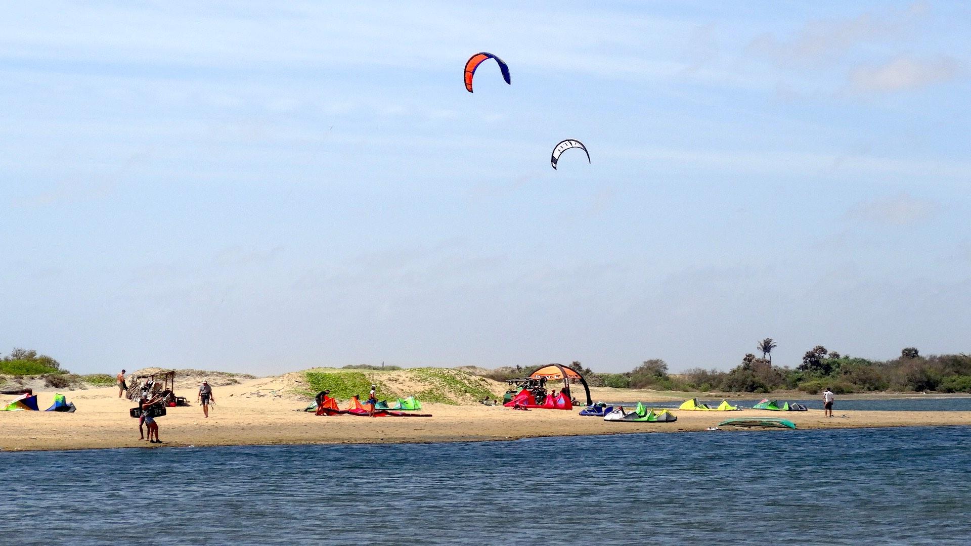 Bluebirdkite Surfen Kitesurfen Sri Lanka